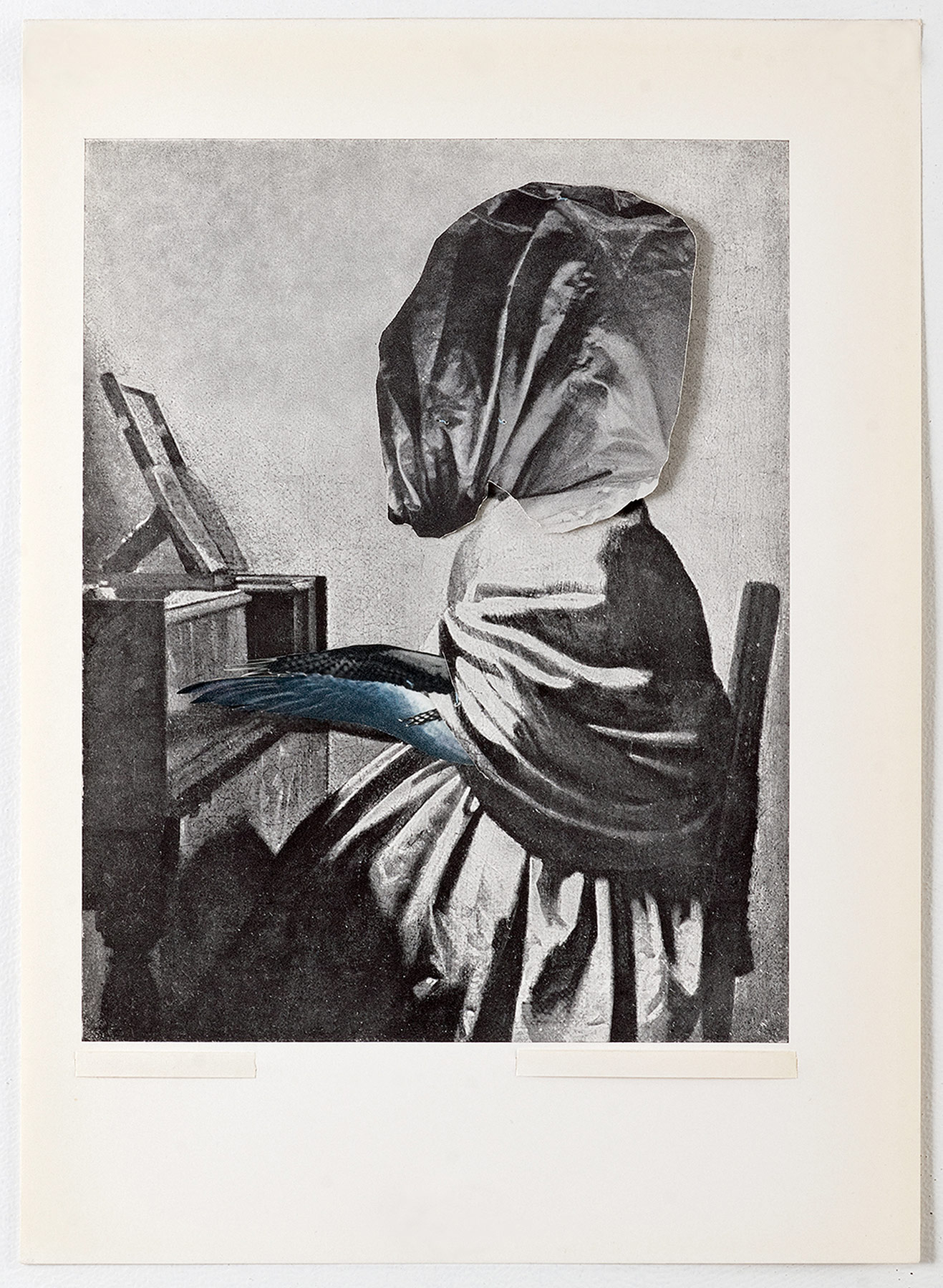 Collage #24, 2010. (Frente). Collage,papel, hilo. 27 x 19,5 cm.