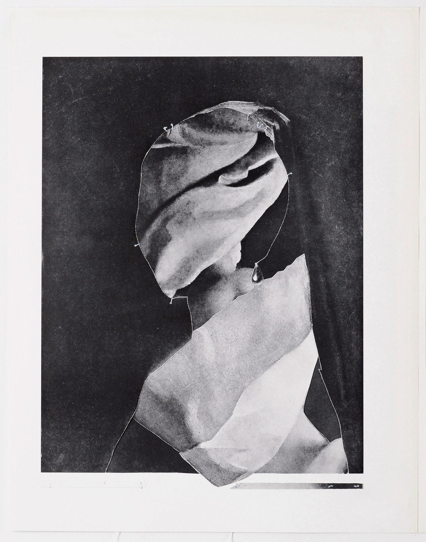 Collage #23, 2010. (Frente). Collage,papel, hilo. 25 x 19,5 cm.