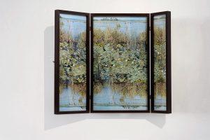 Collage #80, 2014. (Frente). Retablo, collage, papel, hilo, bisagras. 64 x 77 cm (abierto).