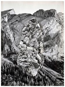 Collage #89, 2015. (Frente). Collage, papel, hilo. 27,5 x 21 cm.