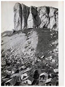 Collage #89, 2015. (Dorso). Collage, papel, hilo. 27,5 x 21 cm.